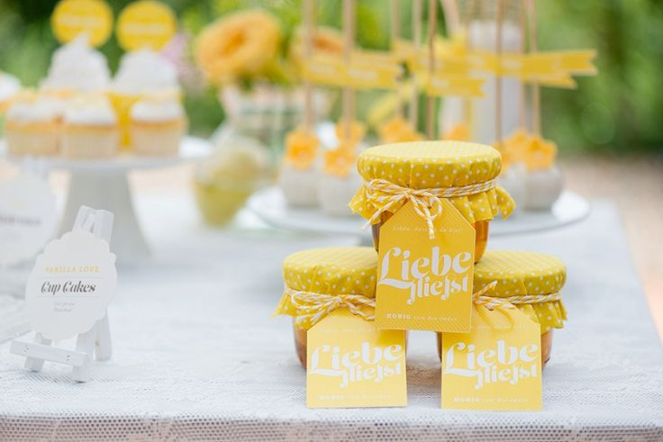 yellow favors - gelbe Gastgeschenke Marie Bleyer und The Perfect Day | Hochzeitsblog - The Little Wedding Corner