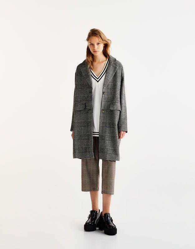 Объемное пальто в клетку - Пальто и куртки - Одежда - Для Женщин - PULL&BEAR Российская Федерация