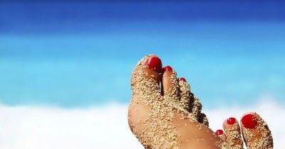 Ciao ragazze, sempre in vista dell'estate vi propongo in questo post una semplicissima ricetta per creare uno scrub per i piedi preparato c...