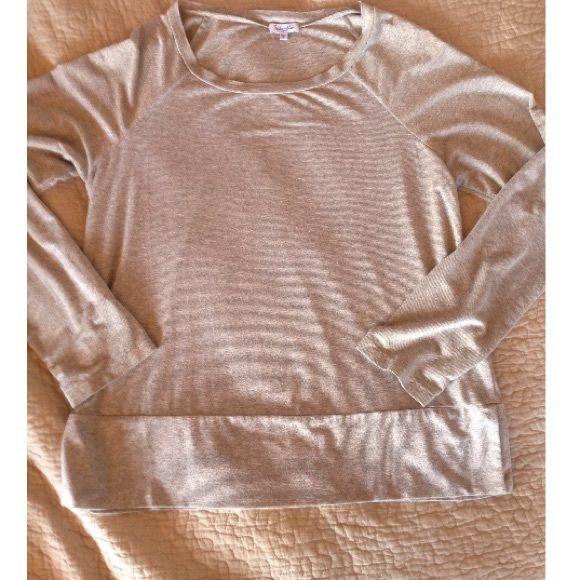 *Splendid* Gold Long sleeve Top Super soft Splendid® long sleeve top in gold. Size Large, will fit most sizes, xs-l. Hangs loosely. Worn 5-6x. Splendid Tops Tees - Long Sleeve