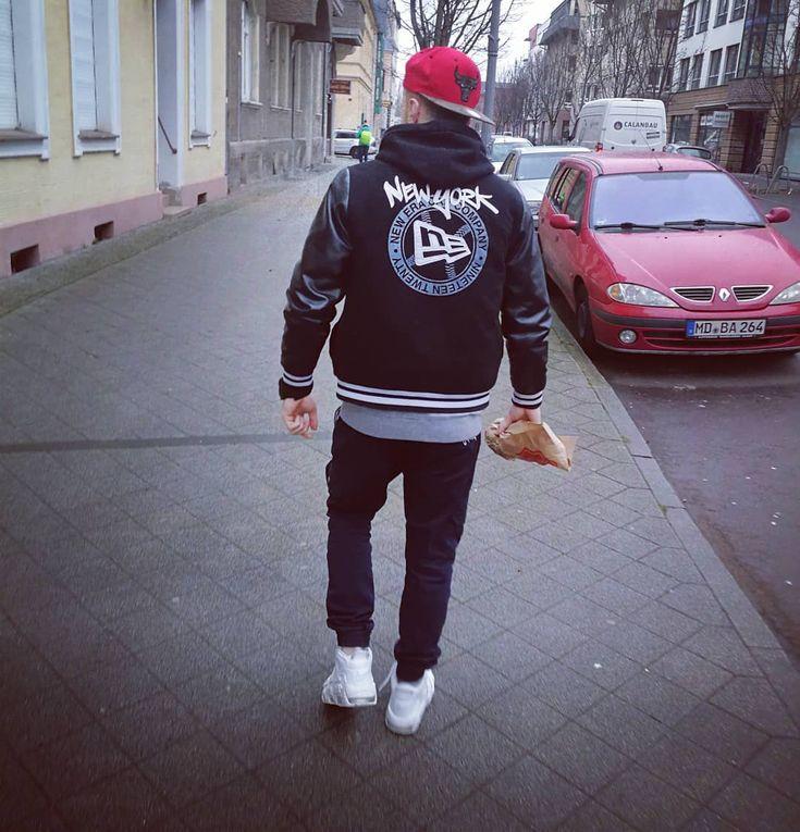 #walk  #magdeburg #instagram #instaboy #newera #stoprocent #chicago #chicagobulls #nikemoreuptempo #l4l #boy #polishboy #hehe #nuda