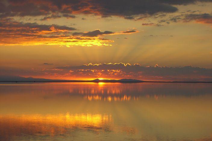 Salar de UyuniThe Salar De Uyuni, Favorite Places, Salts Flats, Uyuni Sunsets, Sunris, Maior Espelho, De Uyunibolivia, Espelho Nature, Maior Superfíci