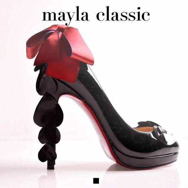 mayla classic Risdou「『あまい幻想とユーモアで奏でる愛すべきドーリー』重なり合うハートモチーフに心ときめくスィートなハイヒール トップに飾り付けられた赤いリボンはキュートなドールの髪飾り 儚い幻想と想像の世界に引きこまれていきそうなアイドルルックは繊細なのに大胆 ユーモラスで甘美な誘惑は枯れてもなお寄り添う愛の形」 #pumps #fashion #mayla_classic