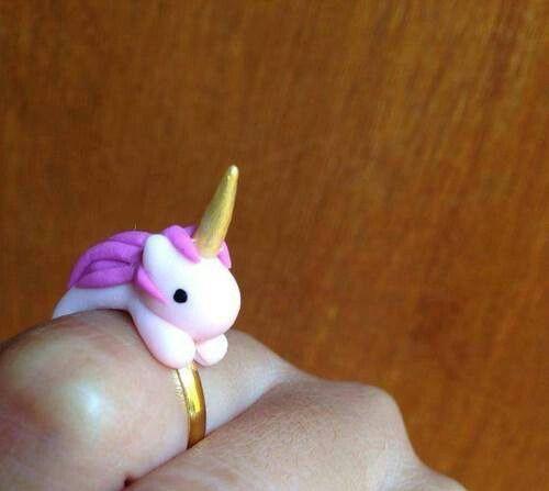 Los unicornios son la cosa más tierna de este mundo. Representan magia, felicidad, color e ilusión en las personas. Por eso no me sorprende que últimamente estén tan de moda. Aquí te dejamos estos objetos que vas a querer tener en este momento. 1- Increíble funda para el celular. 2. Es la cosita más tierna […]