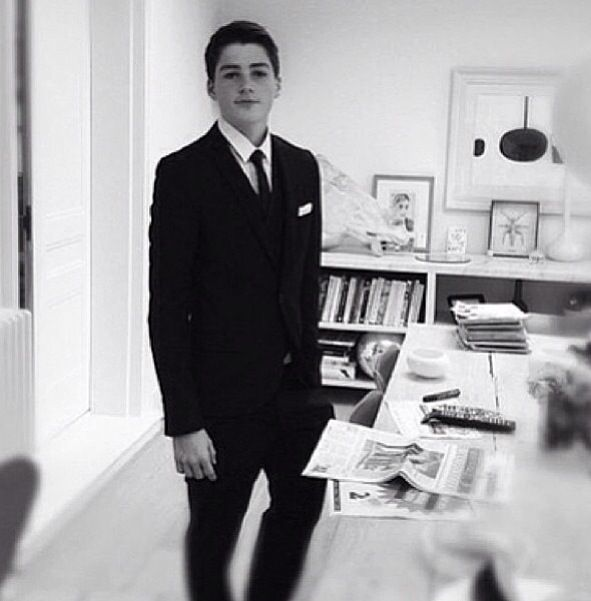 Imagine Finn Harries waiting to escort you to prom ❤❤❤