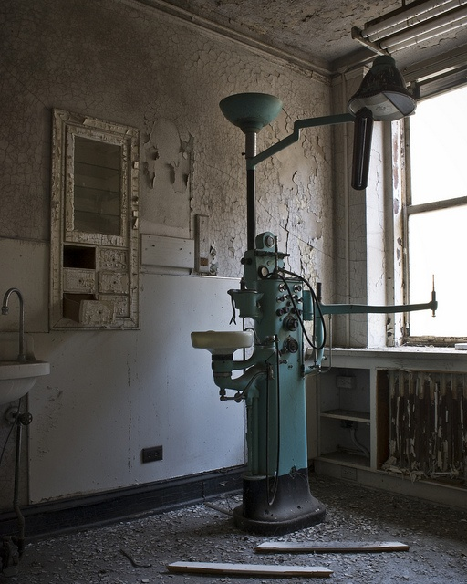 Abandoned dental equipment in the Sterick Building located in downtown Memphis Tennessee. Relaxation by EvenShift///3, via Flickr