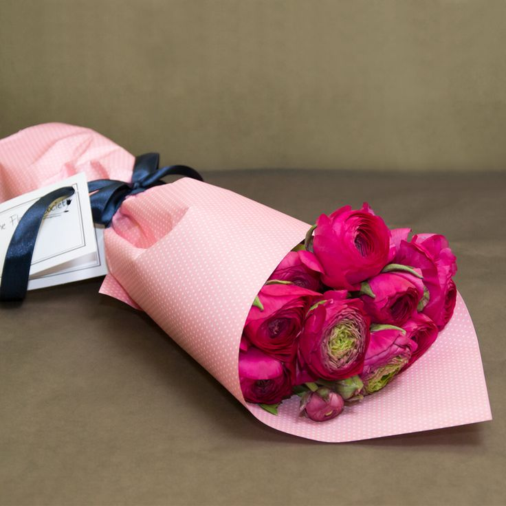 Fuzzy Pink 99 RON Stop and Shop http://theflowersociety.ro/flori/buchete-flori/buchet-trandafiri-rozranunculus
