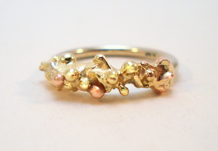 Ring in rose, yellow and white gold.
