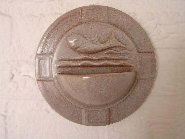 Antiek uit vorige eeuw: wijwaterbakje  http://antiekshop.blogspot.com