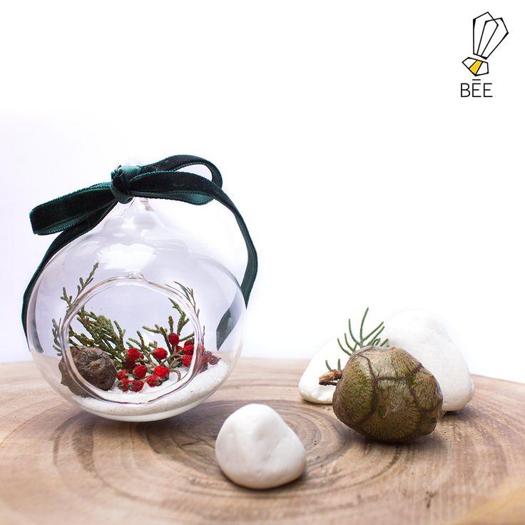 Let it snow on your @beedesignandflowershop globe... #beedesignandflowershop#art#aquarium#terrarium#design#decoration#glass#jar#interiordesign#indoorgardening#nature#treebowl#plant#moss#arrangement#justice#green#christmas#succulent#sukulent#newyear#concept#handmade#gift#refresh#aralık #istanbul#çiçek#yılbaşı#yeniyıl