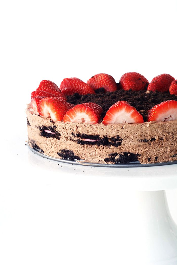No bake Strawberry Oreo Chocolate Icebox Cake | Sweetest Menu