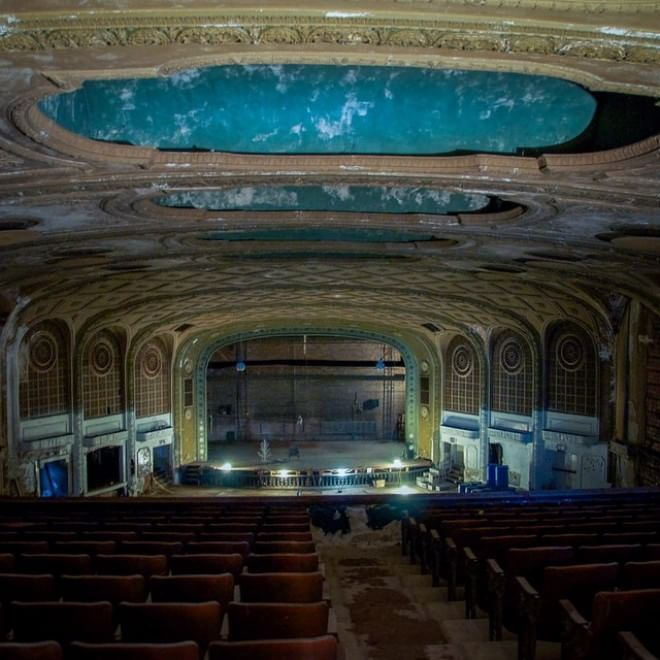 Dal teatro di Cleveland alle fabbriche di Detroit, il reportage del fotografo Seph Lawless nei templi dell'America dimenticata. Le scale mobili dei centri commerciali, la ruota del Lunapark e le montagne russe, i luoghi di culto: una mappa dei non-luoghi divorati dal tempo   foto:   Instagram  /  Se