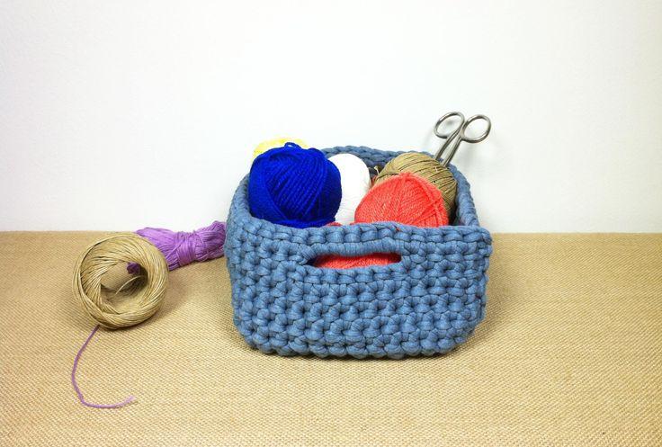 How to Crochet a T-shirt Yarn Basket (DIY Tutorial) ✿⊱╮Teresa Restegui http://www.pinterest.com/teretegui/✿⊱╮