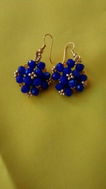 Hermosos aretes en azul