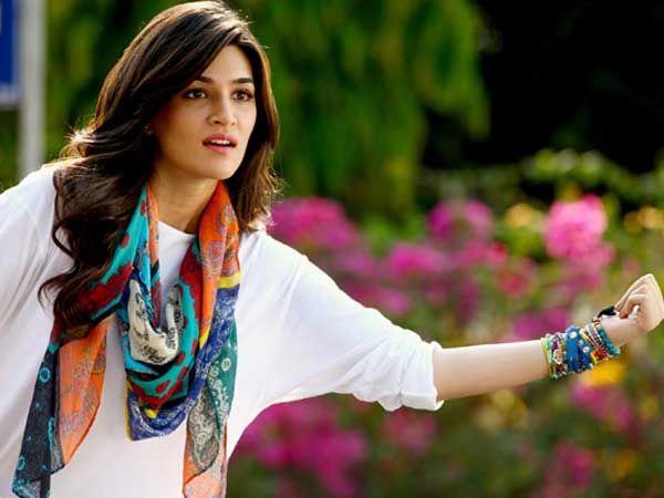 7 Summer Essentials To Borrow From Kriti Sanon's Wardrobe- #KritiSanon #Summer #Wardrobe #bollywood #actress #india #fashion #summertips #Dilwale #Heropanti #VarunDhawan