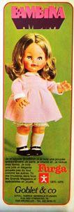 BAMBINA, 47CM, DEBUT ANNEES 70, FURGA elle était distribuée en France par Goblet & Co, avec une coiffure (cheveux mi-longs blonds avec raie médiane) et une tenue différentes.