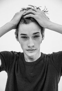 Jacob Lofland. Jacob was born on 30-7-1996 in Briggsville, Arkansas, USA. He is an actor, known for Mud (2012), Little Accidents (2014), Justified (2010), and Maze Runner: The Scorch Trials (2015).