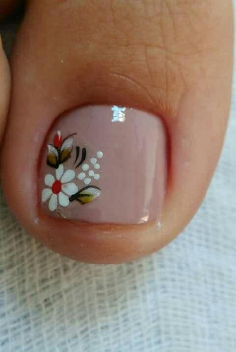 Toe nails flores
