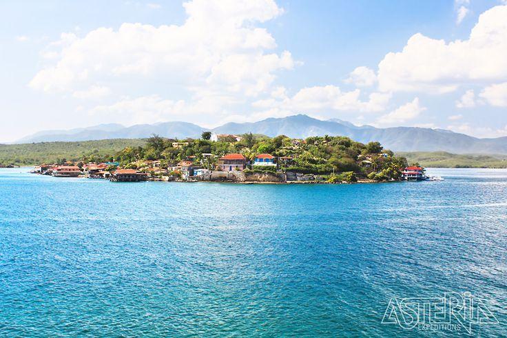 Cuba staat bekend voor haar koloniale architectuur, salsa, rum en sigaren. Maar ook de tropische vegetatie, dichtbeboste gebergten en parelwitte zandstranden maken van Cuba een echte Asteria bestemming.