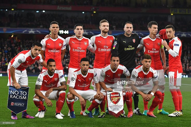 The Arsenal team line up ahead of the UEFA Champions League group A match between Arsenal FC and PFC Ludogorets Razgrad at the Emirates Stadium on October 19, 2016 in London, England.  (Photo by Mike Hewitt/Getty Images)