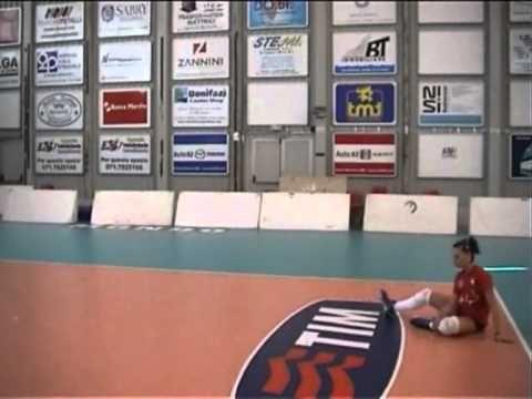 Ejercicios para entrenar la defensa en caída en el voleibol - YouTube