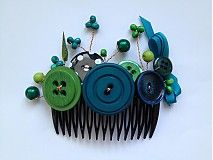 hair comb with buttons