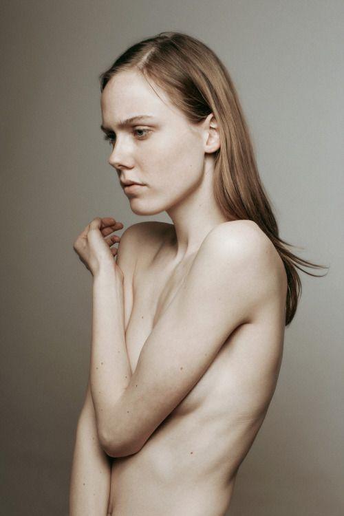 Kiki Willems Nude Photos 29