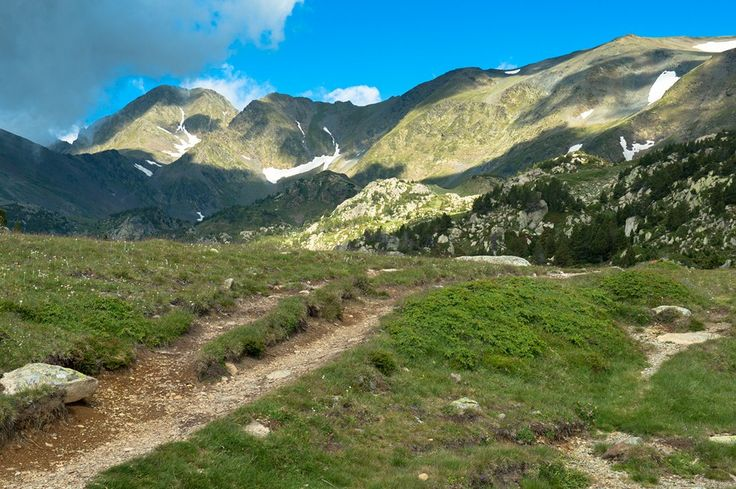Challenge yourself in a true mountain trail passing between 1800 and 2700 meters above sea level.