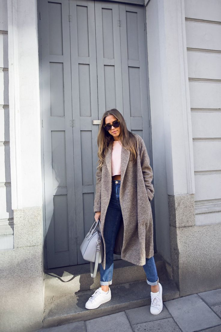 Long cardigan + t-shirt + jeans + white shoes