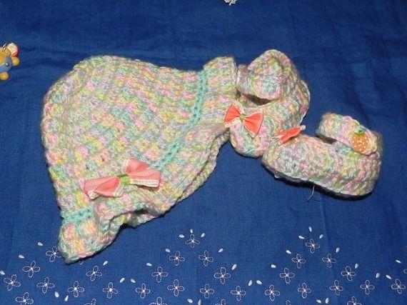 Scarpette + cappellino bebè realizzate ad uncinetto in pura lana