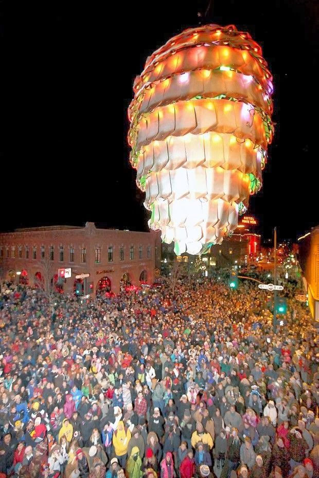 Pine cone drop in Downtown Flagstaff. ck first look at this, I thought it was a giant balloon, but it is looking down on the crowd, lol