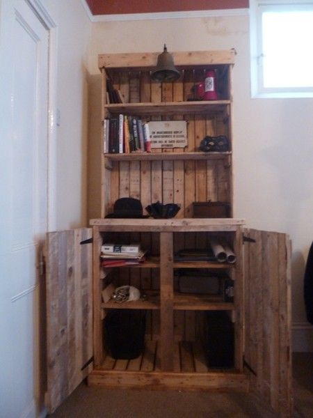 The entire dresser was made from pallets that were heading for landfill. The total cost to make it was £5, this included all the screws and ... #recycle #furniture #pallet