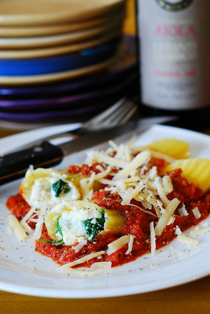 Stuffed manicotti pasta shells with ricotta cheese and spinach filling by JuliasAlbum.com, via Flickr