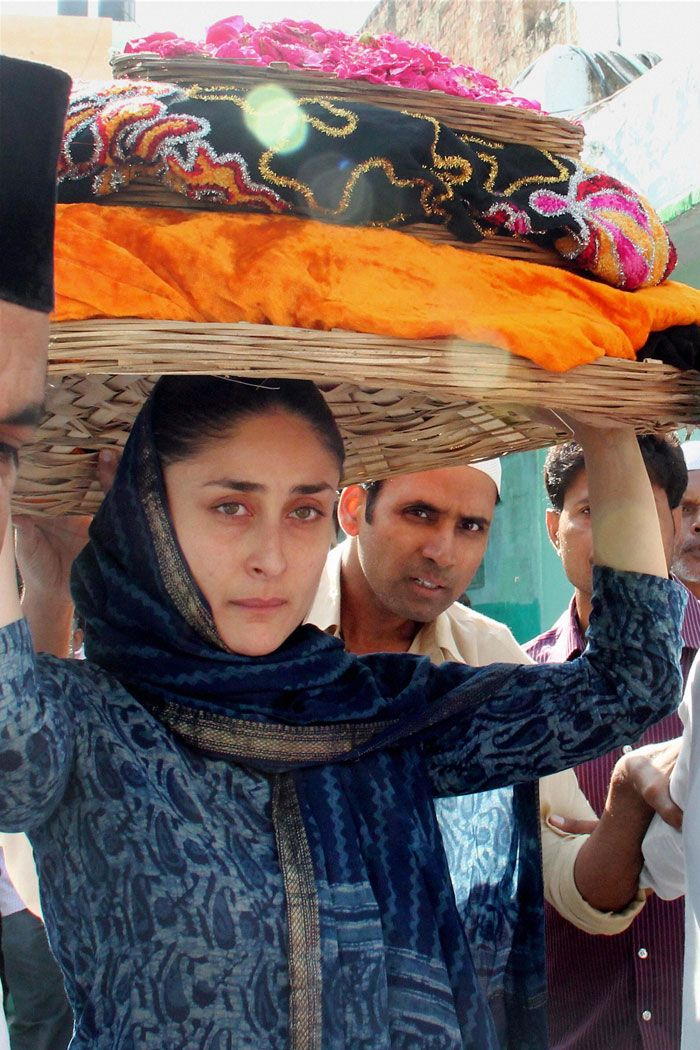 Make-up free Kareena Kapoor prays at Ajmer Sharif dargah. #Bollywood #Fashion #Style #Beauty