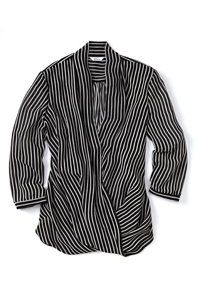 Stylish cross-over blouse with vertical stipes motif / Superbe blouse cache-coeur à rayures verticales #Reitmans #CareerLook #LookCarrière #blouse #verticalStripes #ReitmansJeans