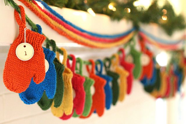 Adorable mitten garland.Christmas Diy, Mittens Advent, Free Pattern, Knits Mittens, Cute Ideas, Mud Room, Advent Calendar, Christmas Garlands, Christmas Ideas