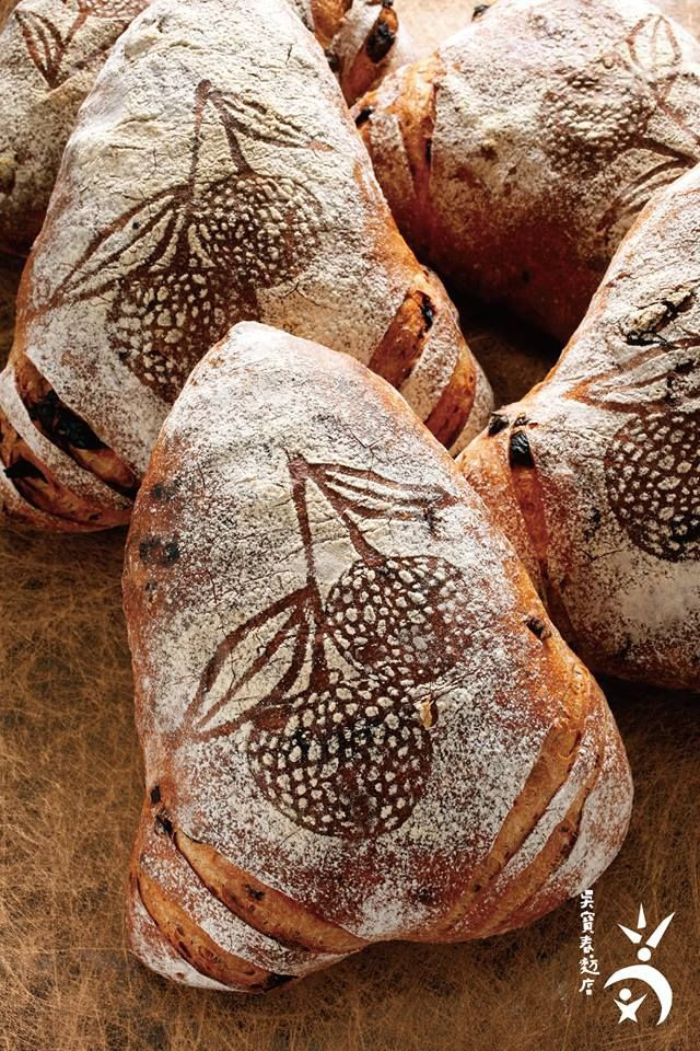 The millet-wine, rose-petal and dried-lychee bread  won first prize at the prestigious 2010 Les Masters de la Boulangerie contest in France. Wu Pao Chun Bakery. #Taiwan 吳寶春麥方店 荔枝玫瑰麵包