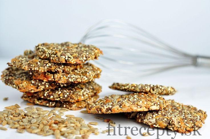 Slané, chrumkavé sušienky s troma druhmi semienok, quinoou a syrom ktoré si môžete dopriať ako zdravý snack či raňajky. Majú nízky obsah sacharidov a vyšší obsah zdravých tukov aj bielkovín. Ingrediencie (na 20ks): 100g slnečnicových semienok 50g chia semienok 50g pomletých ľanových semienok 50 g suchej quinoi 100 strúhaného syra 1 ČL morskej soli 1 […]