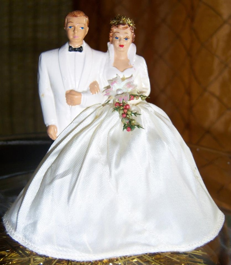 Of chocolate and mangos: Wedding Vitlin's, vintage cake topper