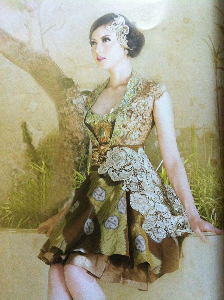 Pretty gown by intan avantie mix #lace with #batik #tenun #style #modern #kebaya