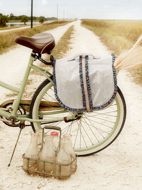 Free Sewing Pattern ~ Bicycle Bag ~ Pattern comes in different sizes & has instructions for waterproofing! Burda Pattern