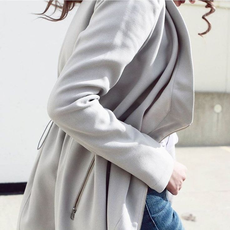 Effortless MOLLIE. Our signature mid-length coat with large draped collar 🌸 @mendocinoto @aa.stylle  #spring #springjacket #chic #casualchic #stunner #lovely #coolgirl #outfit #potd #ootd #fashion #style #fashionblogger #instalove #blogger #instalove #love #lifestyle #stunning #instaluxe #style #streetstyle #posh #luxury #outerwear #soiakyo #soiaandkyo