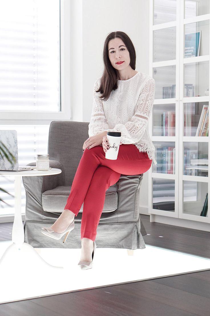 Trendfarbe Rot: So kombinierst du deine rote Hose fürs Office