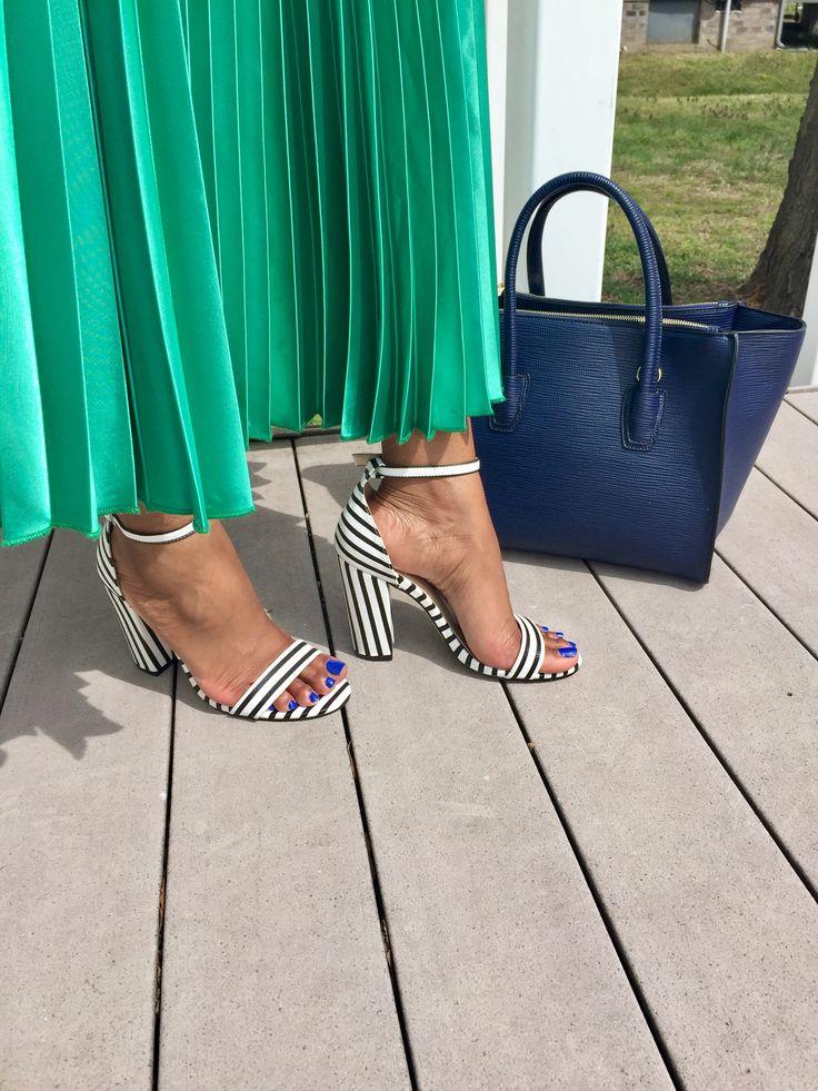 Neri sandals and Rocklan bag @shoedazzle