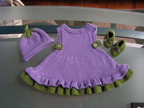 mor yeşil örgü elbise ve şapkası
