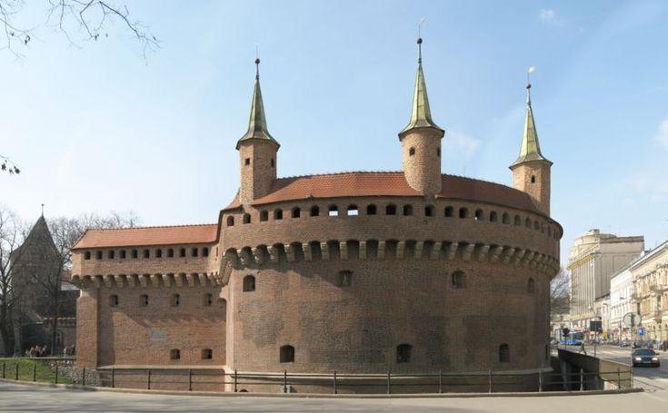 Gotycki barbakan w Krakowie (Polska). [za Wikipedia]