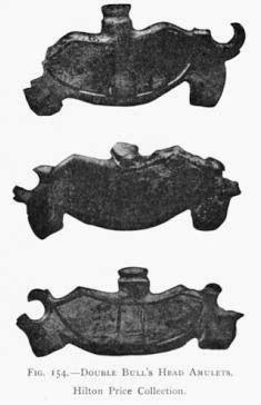 Amuleti a doppia testa bovina, Egitto (ca. 3000 a.C.); J. Capart, Primitive art in Egypt (1905).Philadelphia, J. B. Lippincott Company] London, H. Grevel & Co