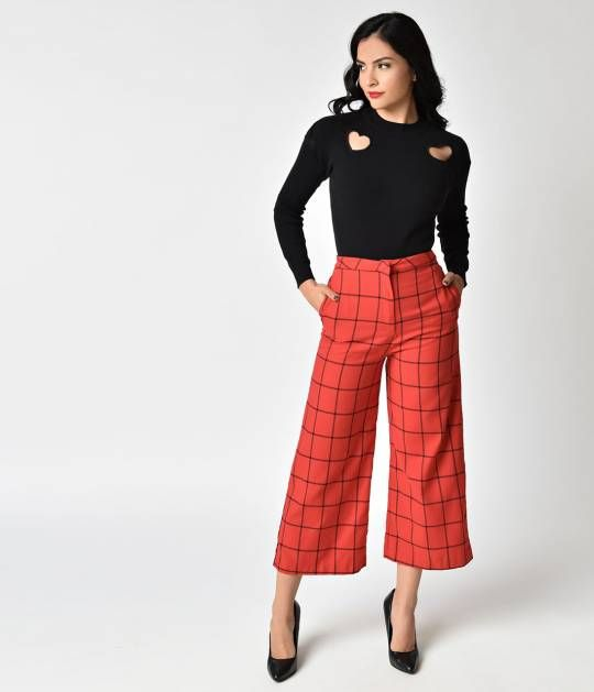 Complete your wardrobe with culottes! Outfitted with a hidden zipper and hook front closure, these high waisted bottoms will satisfy your vintage style needs. Two side pockets sit on the hips of these pants, giving you space to carry around all of your es