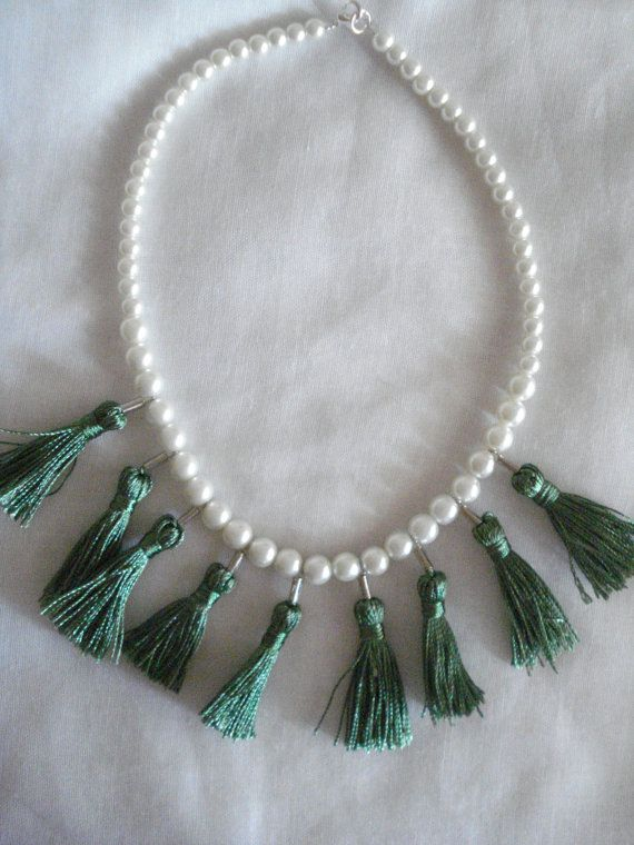 Tassel pearl necklace.
