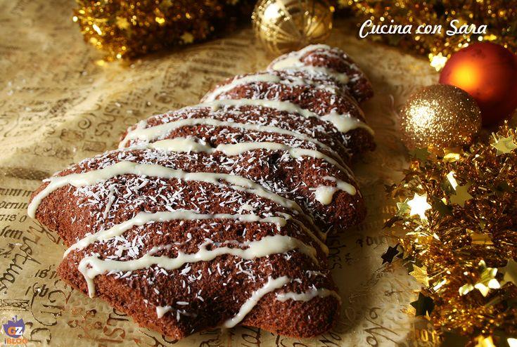 Torta natalizia al latte caldo e cacao, una torta soffice e morbida, ideale per la colazione o in qualunque momento della giornata.